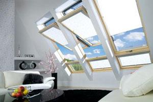 Jasno i bezpiecznie czyli drewniane okno dachowe o podwyższonej osi obrotu z naświetlem dolnym FDH
