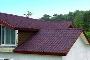 Onduvilla – falista płyta bitumiczna grubości 3 mm przypominająca wyglądem dachówki